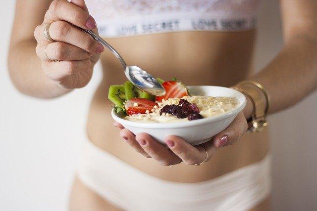 starting a fitness blog girl eating balanced food